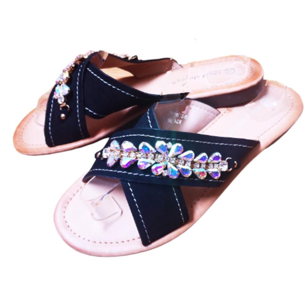 Sandalias planas con circonitas