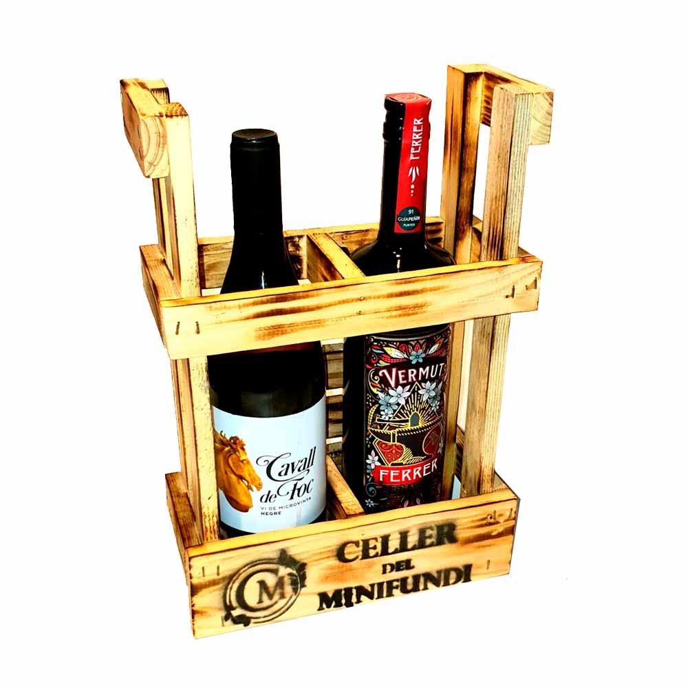 Lote 1 Vermut Ferrer + 1 Vino Cavall de Foc con soporte de madera - 2 x 75 cl