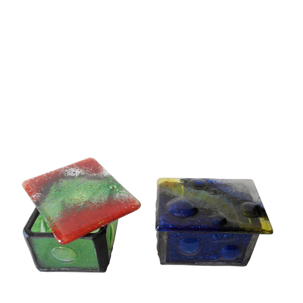 Caja pequeña de vidrio fundido