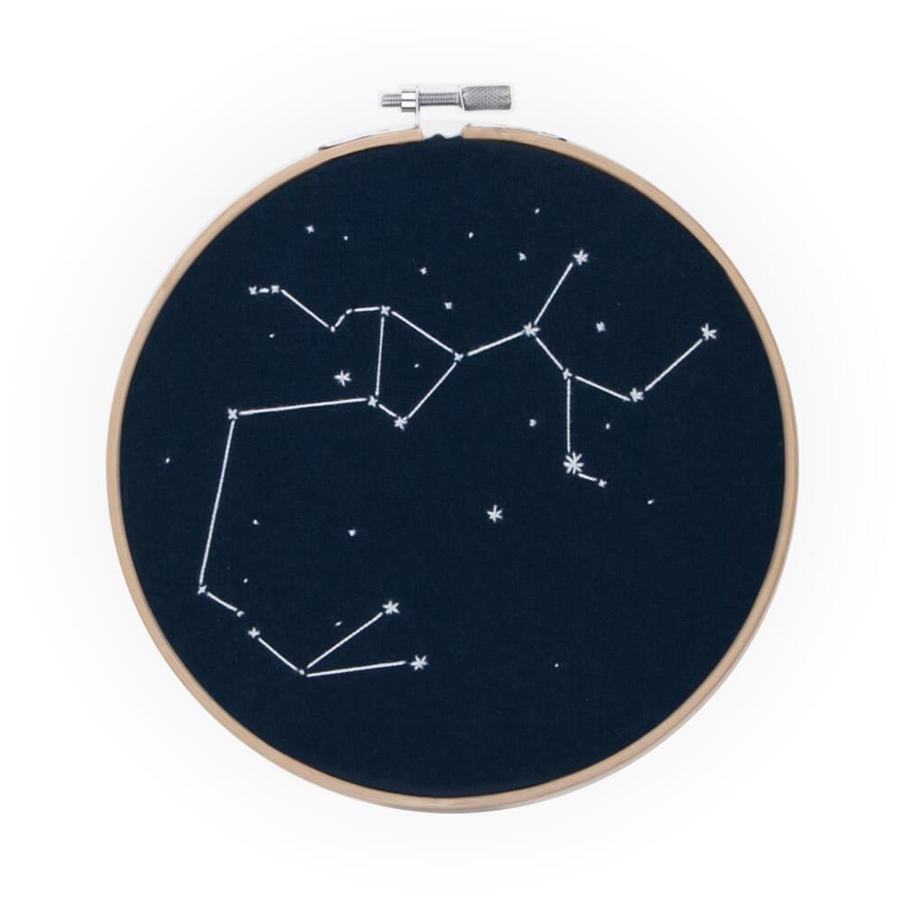 Constelación fosforescente bordada a mano 17 cm
